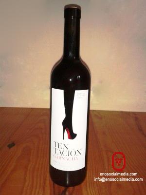 La etiqueta de botella de vino