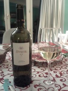 """Vino blanco comprado en www.beintrade.com Publicado en """"En un restaurante"""" en www.onfan.com"""